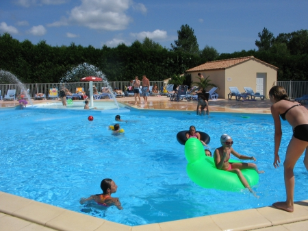 Camping le ragis 3 toiles challans toocamp for Piscine challans