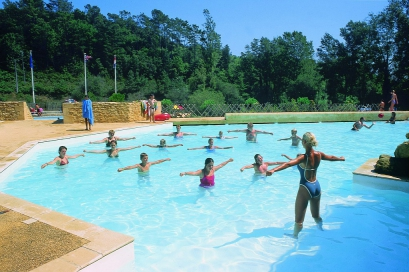 Camping le val d 39 ussel 4 toiles proissans toocamp for Piscine ussel