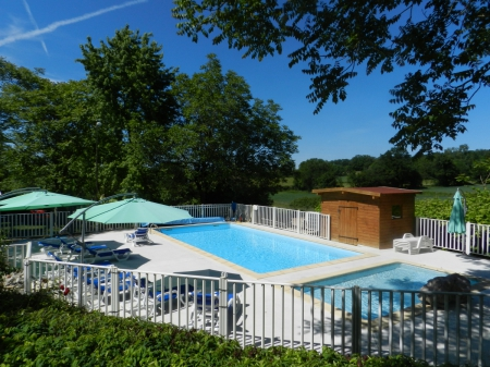 Camping les tilleuls 3 toiles rocamadour toocamp for Camping rocamadour piscine