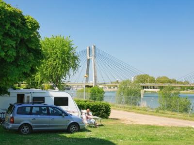 Camping pont de bourgogne 3 toiles saint marcel toocamp for Camping bourgogne piscine